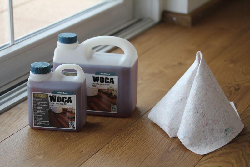 Holzfußboden grundbehandeln mit dem Pflegeöl von WOCA